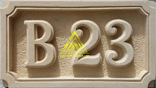 Nomor rumah dibuat dari lempengan batu alam paras jogja/batu putih