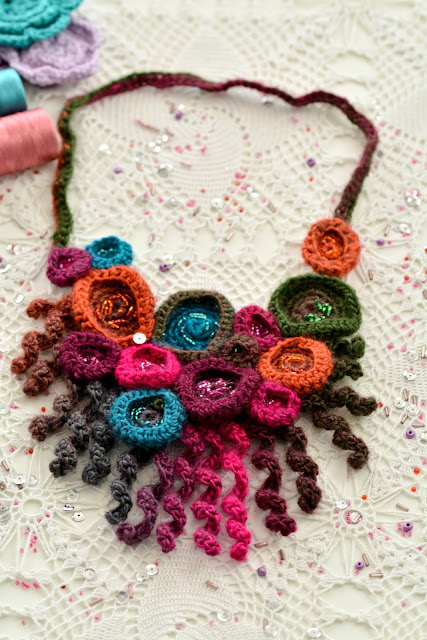 Crochet Coral Necklace – free pattern