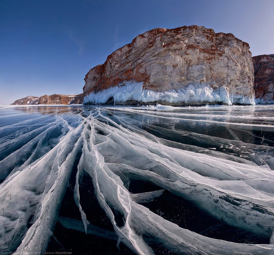8. Baikal Lake, Russia - 18 Beautiful Frozen Lakes, Oceans And Ponds That Resemble Fine Art