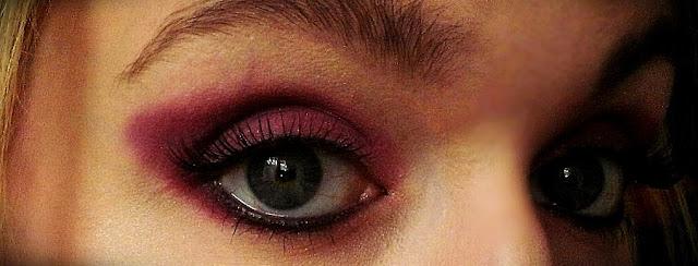 Makijaż w kolorze fuksji