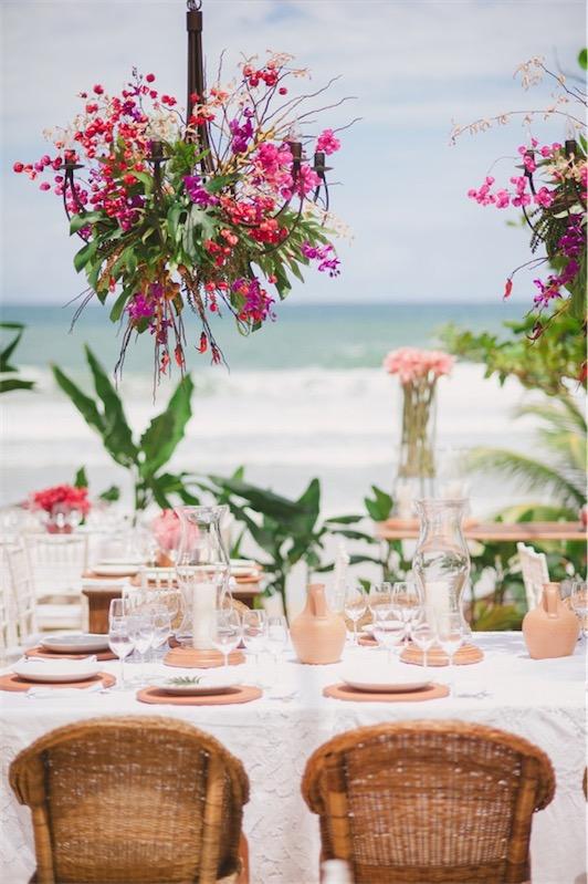 vistas de la playa desde mesa nupcial chicanddeco