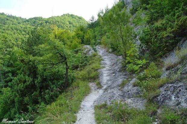 Serramonacesca, sentiero per l'eremo di Sant'Onofrio