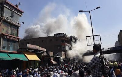 مصدر أمني: حريق الموسكي التهم 20 محلات ملابس