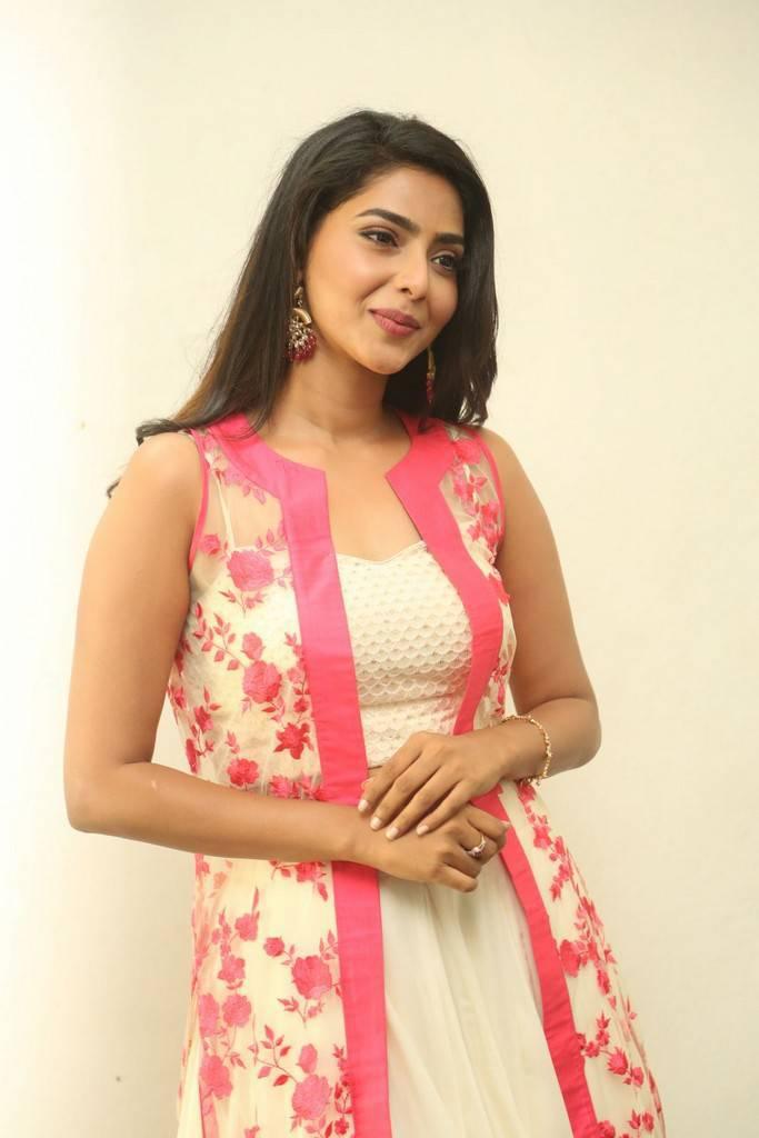 Actress AishwaryaLakshmi Latest Images