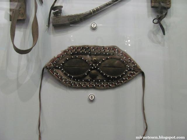 Красноярский краеведческий музей - солнечные очки, которыми пользовались народы Севера, чтобы защитить глаза от слепяще-белого снега