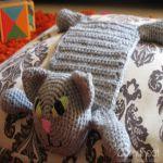http://translate.googleusercontent.com/translate_c?depth=1&hl=es&rurl=translate.google.es&sl=en&tl=es&u=http://www.blog.oomanoot.com/crochet-cat-toyscarf-tutorial/&usg=ALkJrhjDTxdzr6IC7BsoyWxYt4MnrbwuWQ