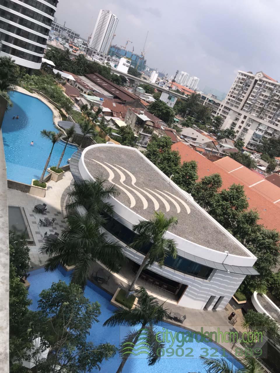 View hồ bơi và hướng Quận 1 được chụp tại căn hộ 1 phòng ngủ cho thuê City Garden.