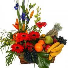 Rangkaian Bunga Dan Buah Untuk Acara Istimewa