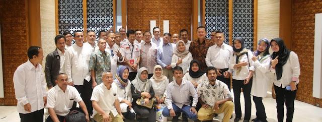 Resmi, Honorer K2 dari 30 Provinsi Dukung Prabowo - Sandi