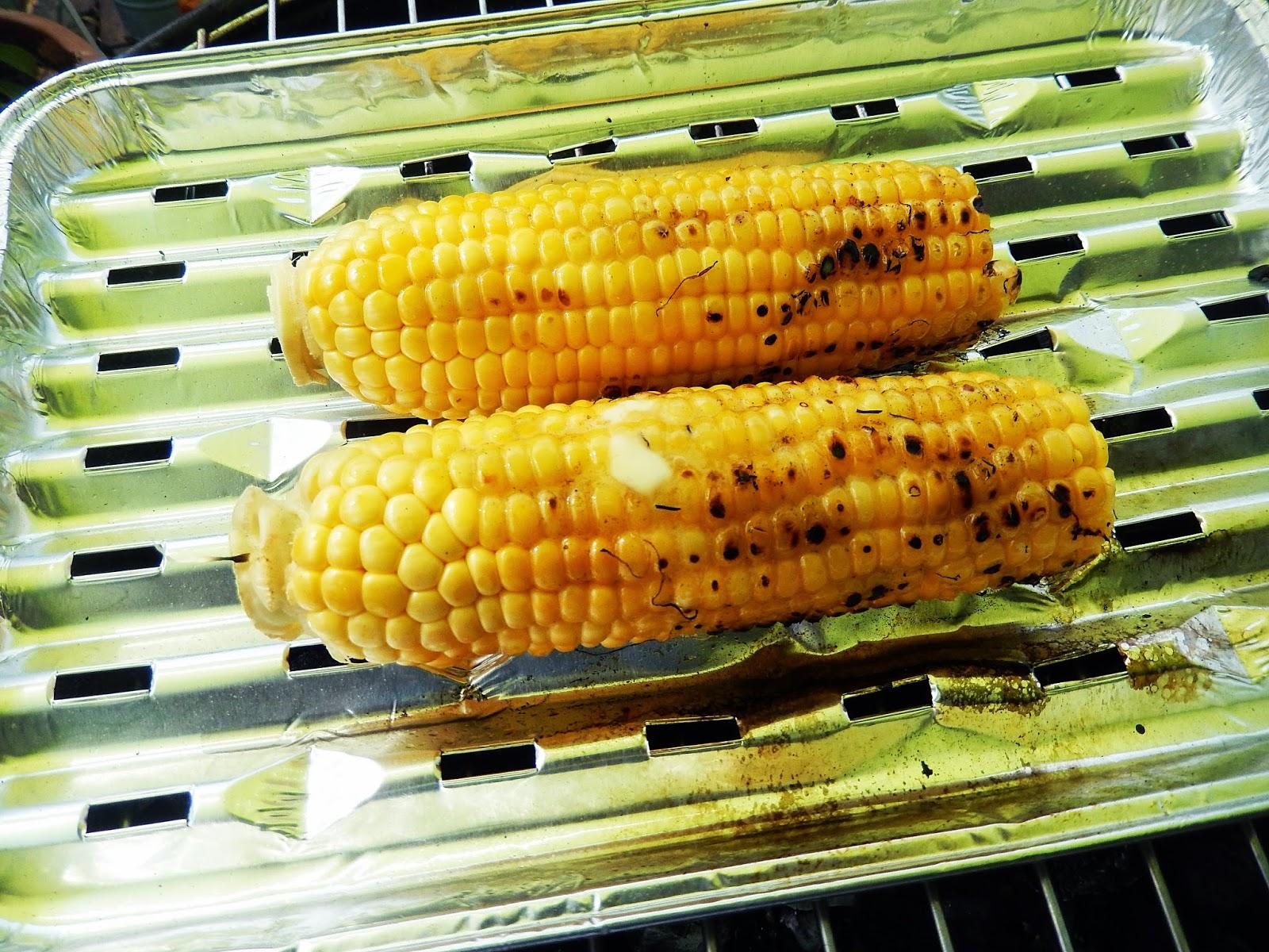 j'ai toujours aimé le jaune moutarde: maïs grillé au barbecue avec