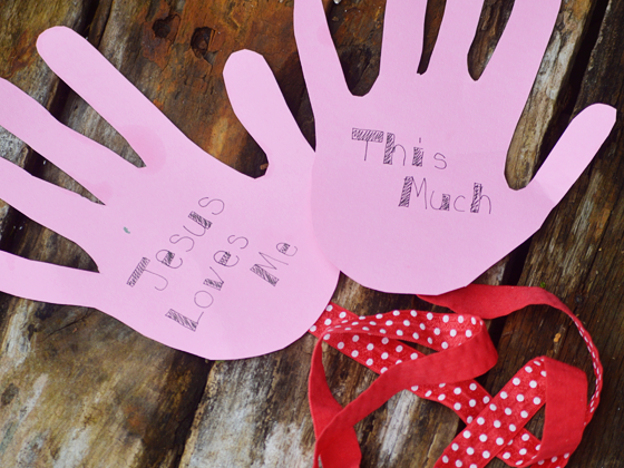 Jesus Loves Me Thiiiis Much: A Valentine's Day Kids Craft #FCBlogger
