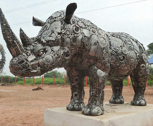 03a-Large-Animal-Sculpture-Rhino-Giganten-Aus-Stahl