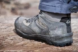 Tips Merawat dan Membersihkan sepatu gunung - Panik Adventure 4c3ec2772f