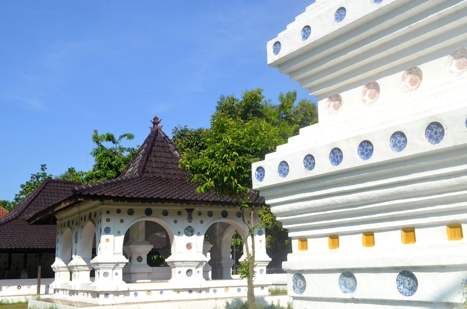 Sunan Gunung Jati begitu erat hubungannya dengan Sejarah Cirebon dan Islam.  Begitu eratnya sehingga Makam Sunan Gunung Jati selalu ramai dipadati  peziarah ... 32fb785b7e