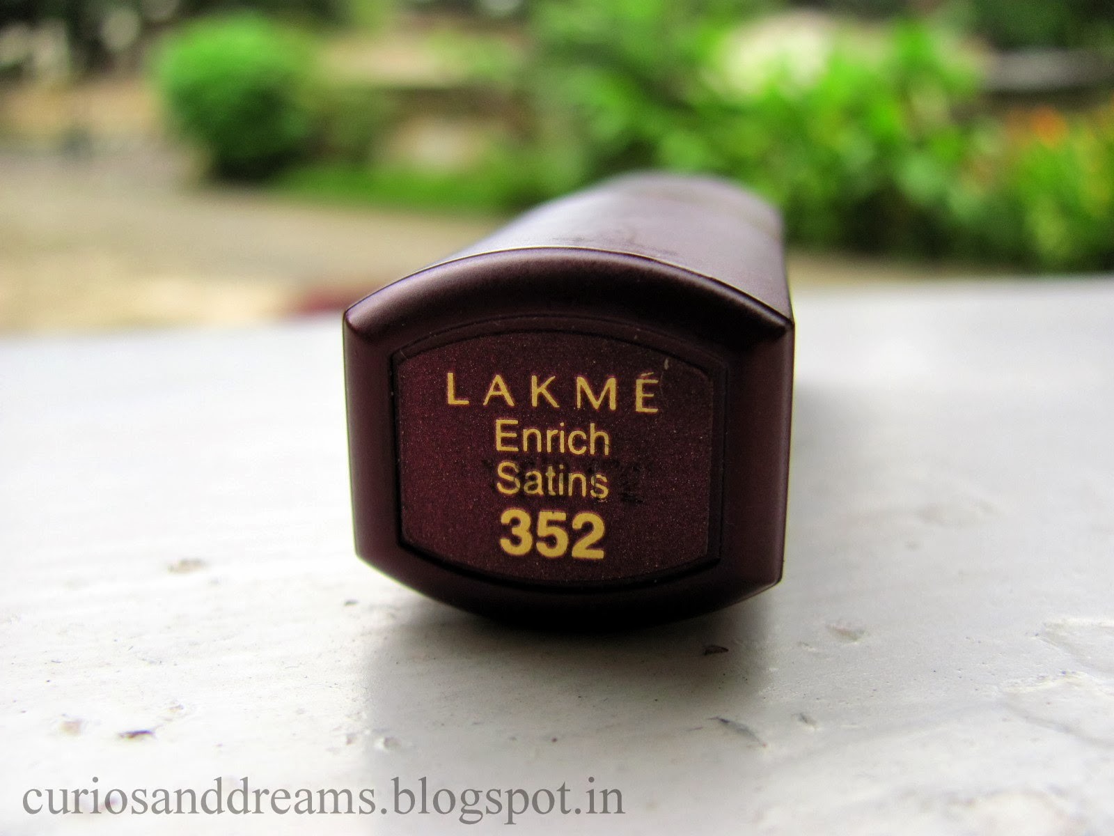 Lakme Enrich Satin Lipstick 352 review, Lakme Enrich Satin Lipstick 352 cherry review, Lakme Enrich Satin Lipstick cherry review