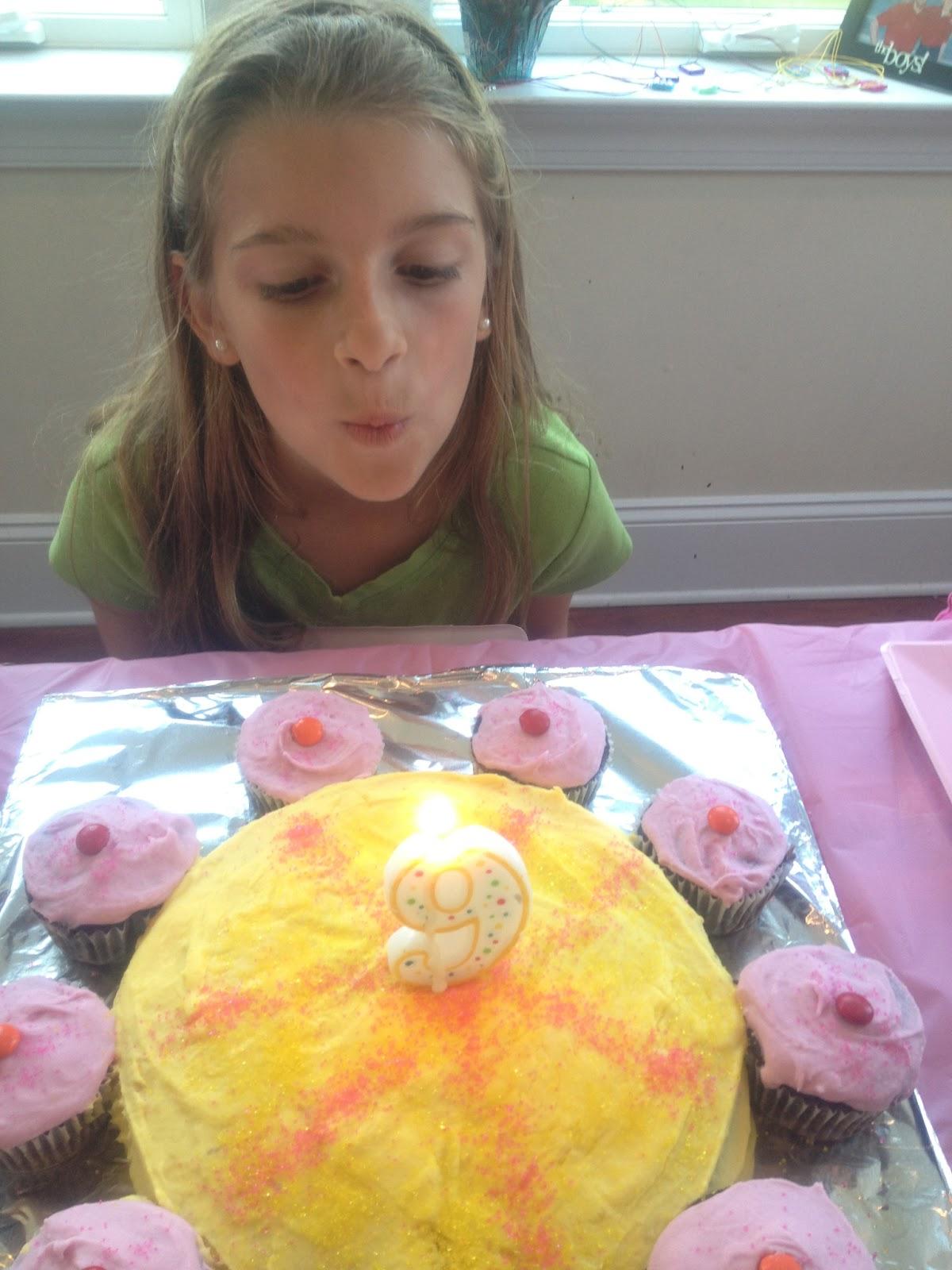 Ms Cutting Cake