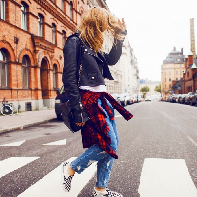parisienne 14 ways to wear checkered vans slipon sneakers