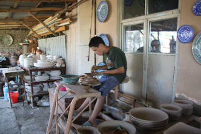 ferghana valley ceramics rishtan, ferghana art craft tours