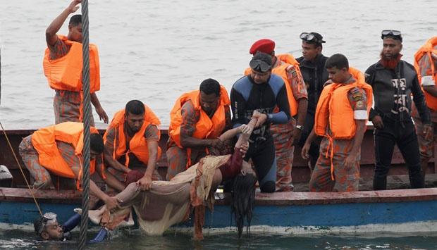 Kantong Jenazah Mulai `Banjiri` RS Bhayangkara, Polisi Bangun Tenda Untuk Tampung Mayat