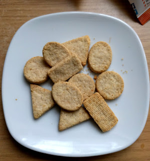 Nairn's on the go mini cheese oatcakes