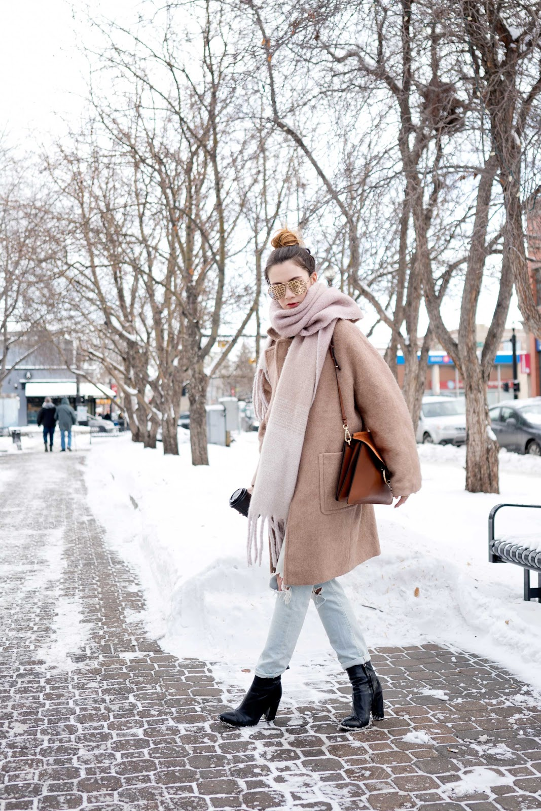 how to style, oversized jacket, boyfriend jeans, cocoon coat, blanket scarf, sock boots, camel coat, chloe faye, desi quay aviators