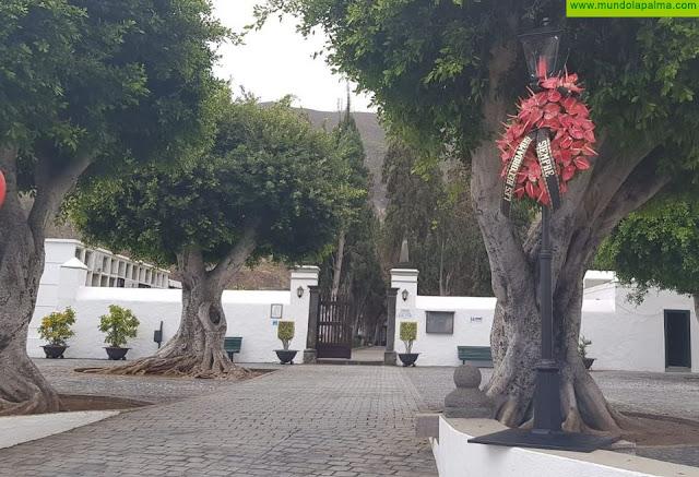 El Ayuntamiento de Santa Cruz de La Palma facilita que se puedan colocar floresy lápidas en el cementerio municipal