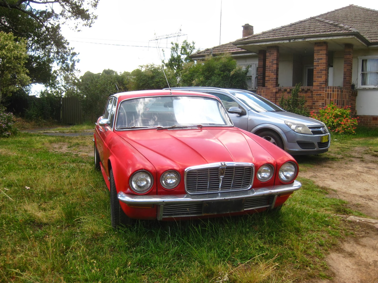 Aussie Old Parked Cars: 1974 Jaguar XJ12 Series 2