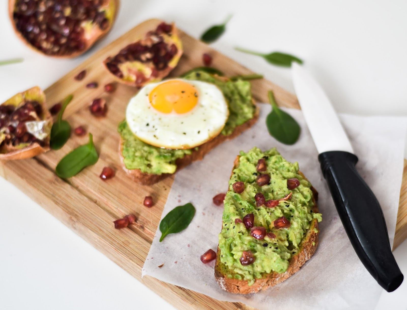 4 WAYS TO SEX UP AVOCADO ON YOUR TOAST
