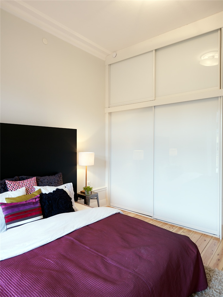 Ideas for Bedrooms: White, Black and Purple Bedroom