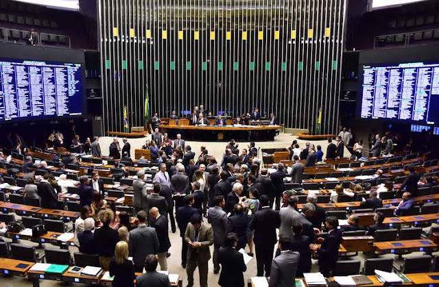 Com receito da Lava-Jato, deputados travam pacote anticorrupção
