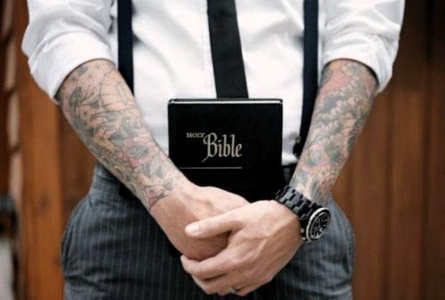 Resultado de imagem para biblia tatuagem