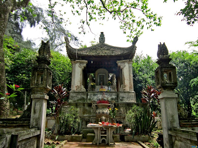 "Duong Lam ancient village, ""the land of two kings"" 3"