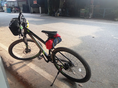 bersepeda dari batam ke pemancingan poyotomo bintan, gunung bintan
