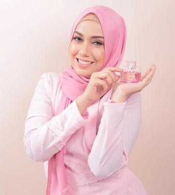 Biodata gambar profile Mia Ahmad 2016
