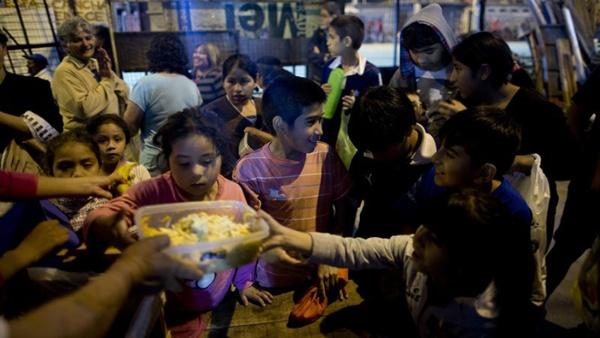 Pobreza en Argentina se refleja en comedores populares