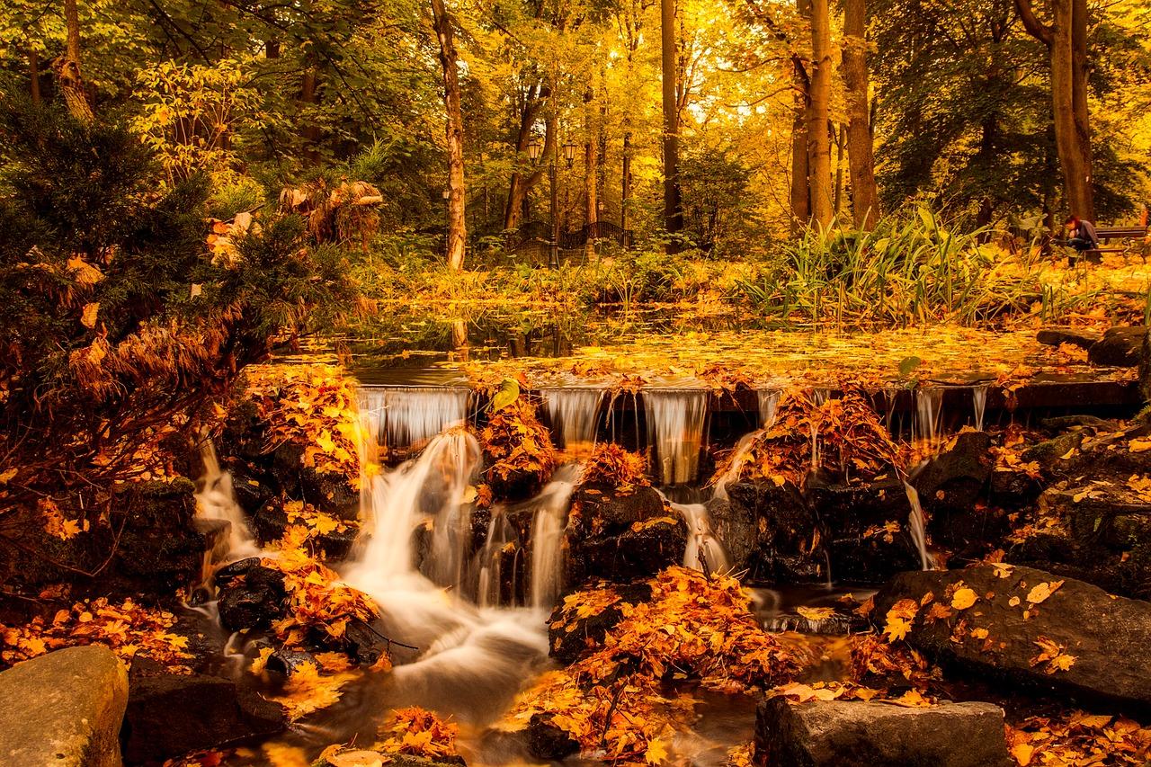 wodospad w polsce w czasie jesieni