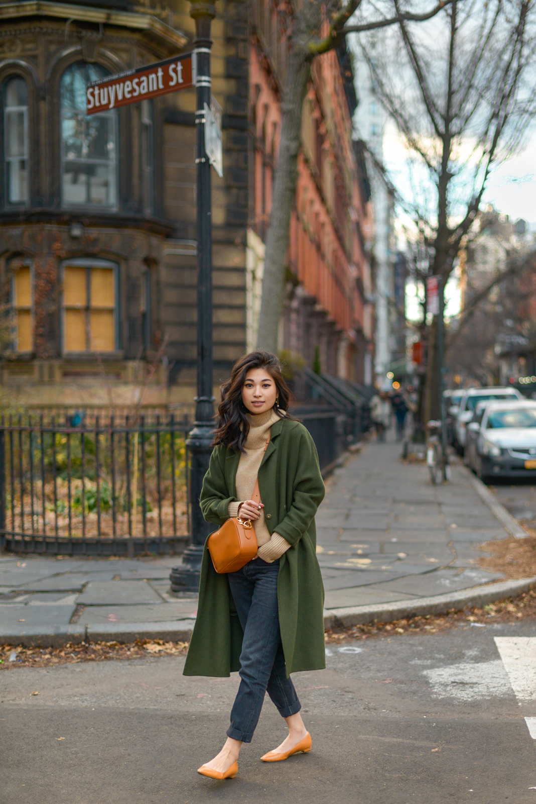 New York winter style, famous New York photo spot, olive and camel outfit, fall outfits for NYC travel, iconic New York spots for photographs, casual NYC street style, FOREVERVANNY Style, Tokyo and New York Fashion Blogger, Van Le Fashion Blog - December Again / 122018