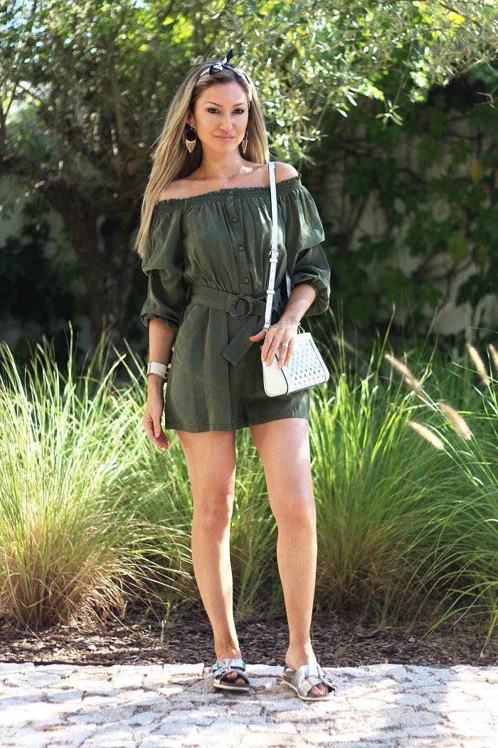 No Look de hoje, no blog, um playsuit verde-tropa para estes dias quentes de Verão... E quase quase a partilhar convosco a grande novidade... Look do dia/Outfit. Army green playsuit. Michael Kors. Primavera/Verão 2017.