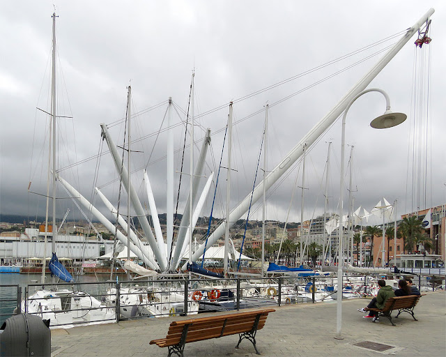Bigo by Renzo Piano, Porto Antico, Old Port, Genoa