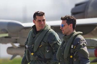Maj i Gst Cédric A. (links) mit RAF Pilot nach einem Einsatz