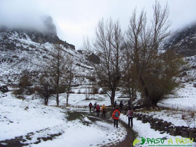 Ruta a la Barragana: Hacia la Peña Barragana entre niebla y nieve