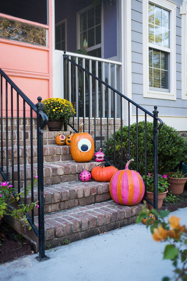 Our Halloween 2018 Highlight- painted pumkins-diy-design addict mom