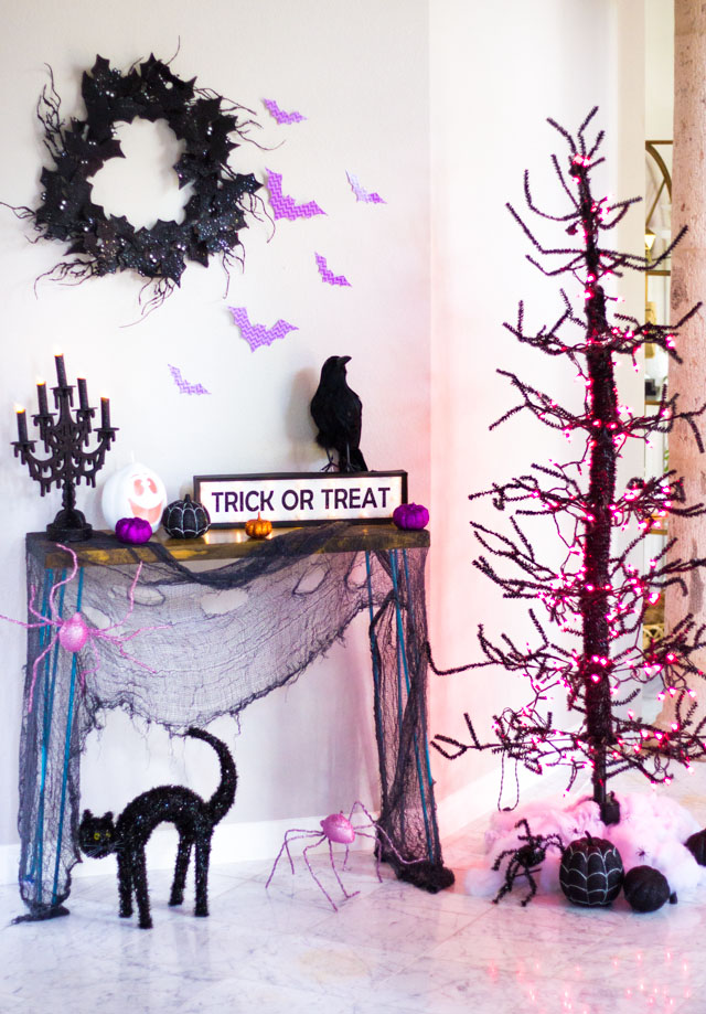 Create a spooky foyer with these Halloween decor ideas!