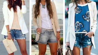 Calções de ganga com: t-shirt rosa e blazer branco; camisa branca e blazer bege, t-shirt azul floral e blazer branco