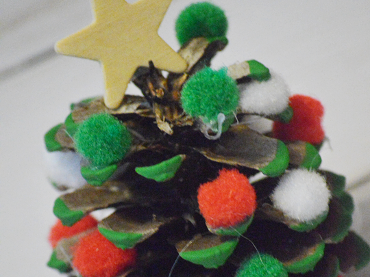 Easy DIY Pine Cone Christmas Tree