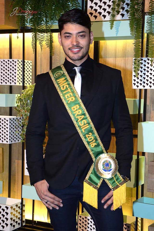 Willian Herculano, o Mister Brasil 2016, marcou presença no SPFW - Foto: J. Domingos