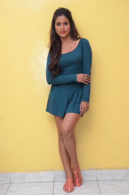 desi actress prashanthi hot thigh show