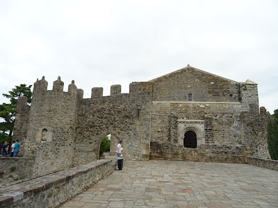 Parte trasera de la Iglesia de Santa María de los Ángeles, San Vicente de la Barquera, Cantabria