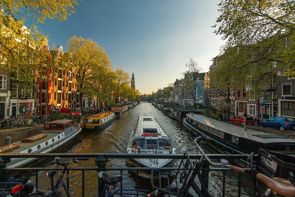 Como ir del aeropuerto al centro o hotel de Ámsterdam