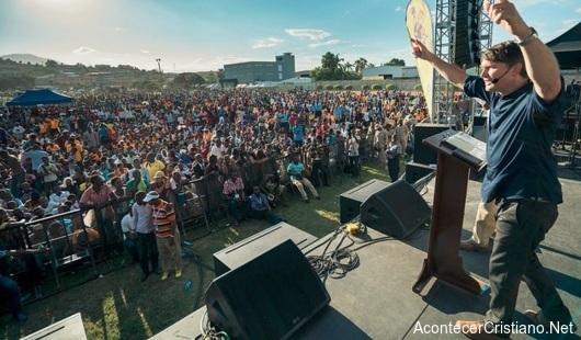 Campaña evangelística en Haití con Andrew Palau